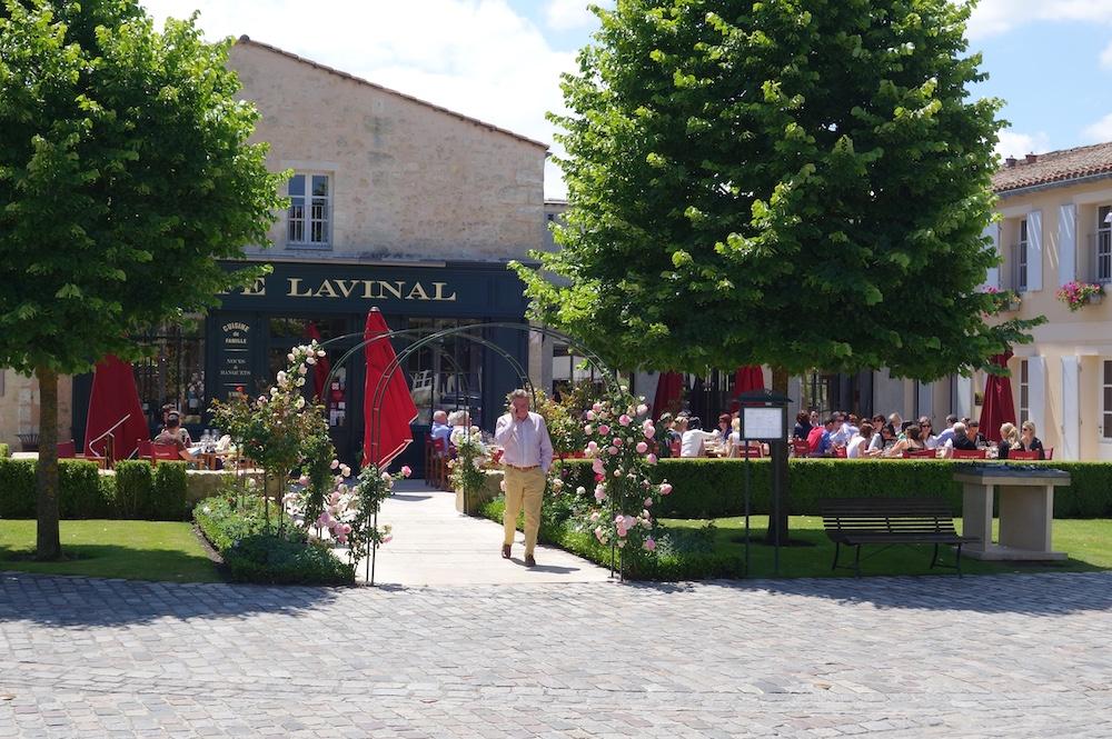 Café Lavinal in Pauillc